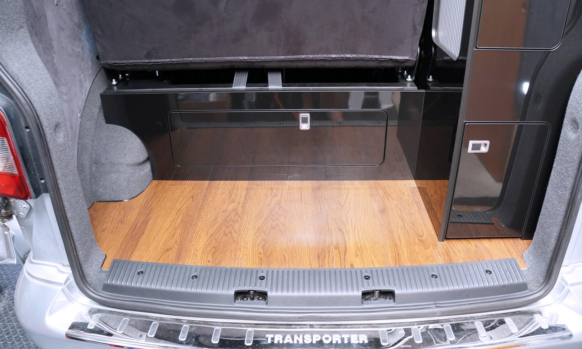 gloss_black_furniture_board_back_of_VW_T5
