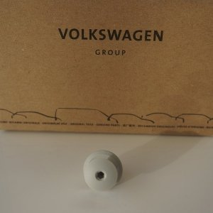 Pearl-grey-panel-clip-vw-t5-t6